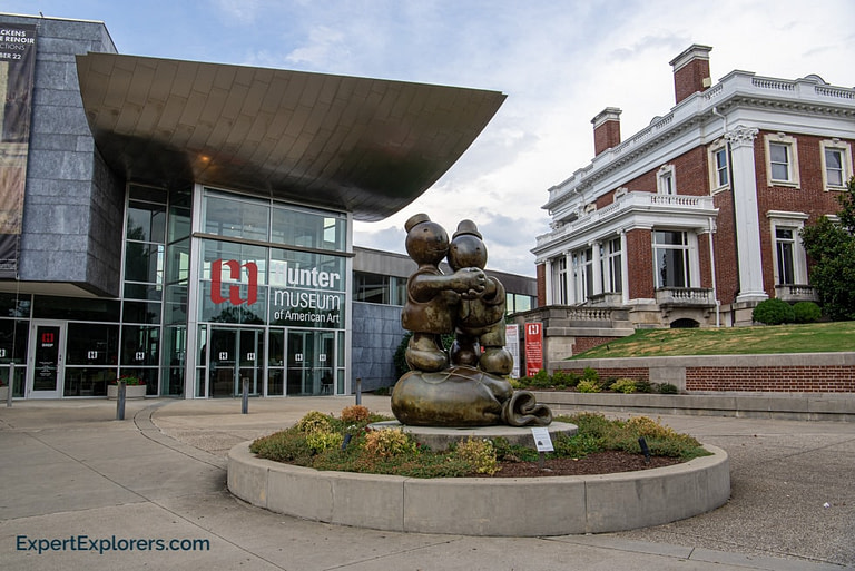 Sculpture in front of the Hunter Museum