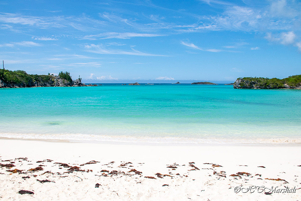 White sand and blue blue water of Well Bay in Coopers Island, one of Bermuda's best beaches