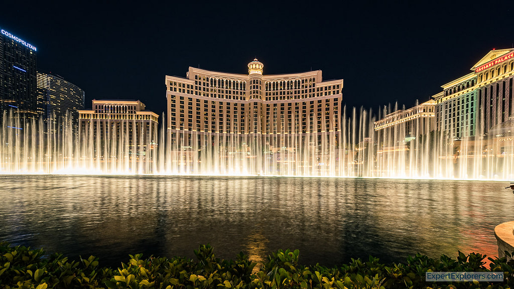 The Bellagio Fountain at night, Las Vegas