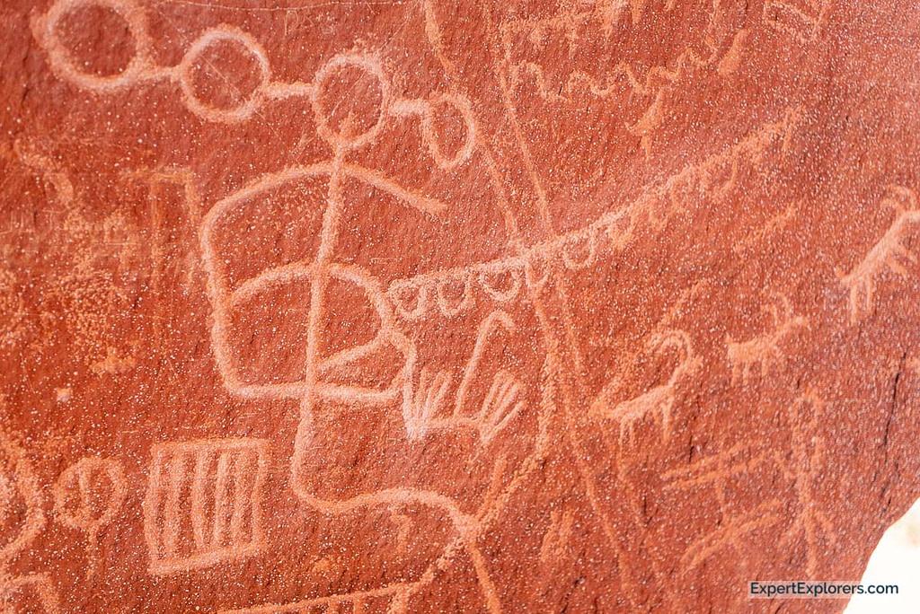 Atatl Rock petroglyphs rock carvings Valley of Fire State Park, Nevada