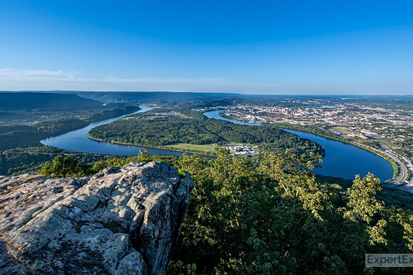 View over the snaking Tennessee River in Chattanooga, Tennessee